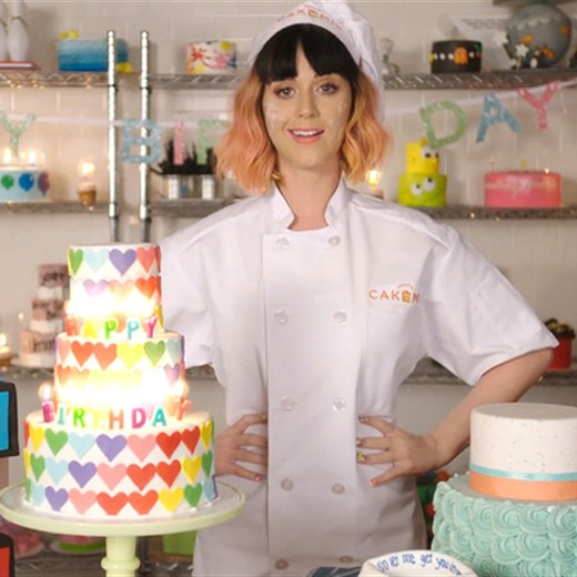 Katy Perry, Una Pastelera En Happy Birthday