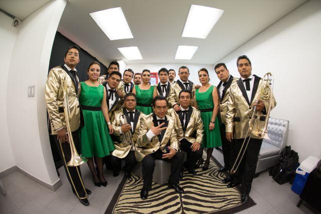 Los Ángeles Azules ponen a bailar al Zócalo de México