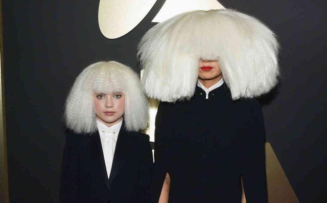 ¿Por qué se cubre la cara Sia?