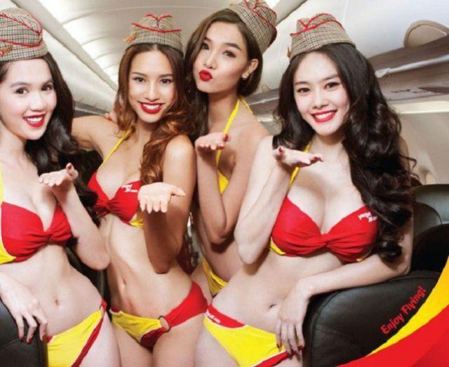 Con azafatas en bikini las ventas de vuelos se fueron por las nubes