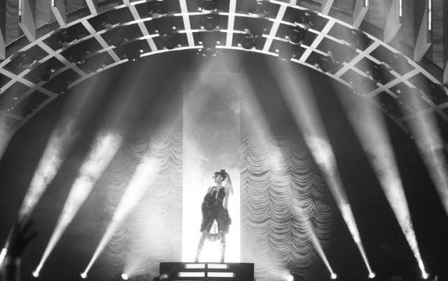 Ariana Grande canta a la perfección los éxitos de Whitney Houston