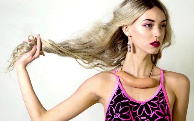 El óleo etérico para los cabellos grasos contra la caspa