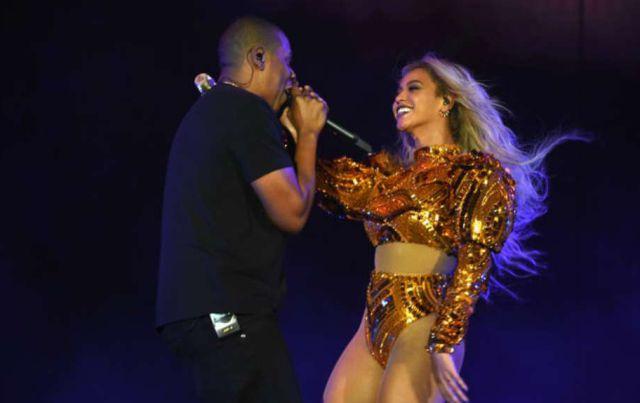 Beyoncé cierra su gira con un beso apasionado con Jay Z