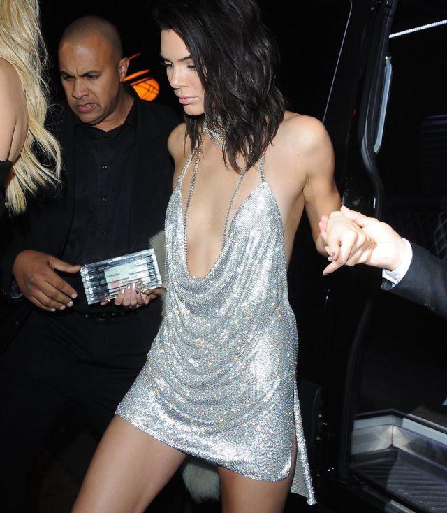 Kendall Jenner enseña una vez más sus atributos
