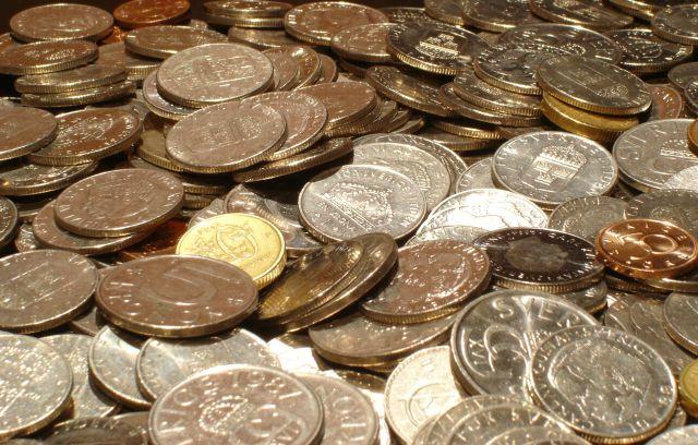 Hombre paga sus impuestos con 725 kilos de monedas