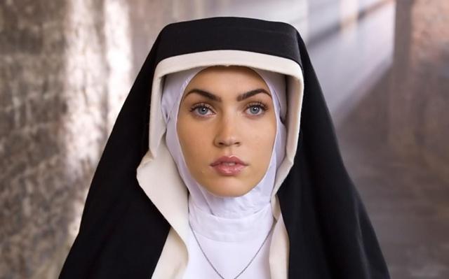 La expulsan del convento por bonita