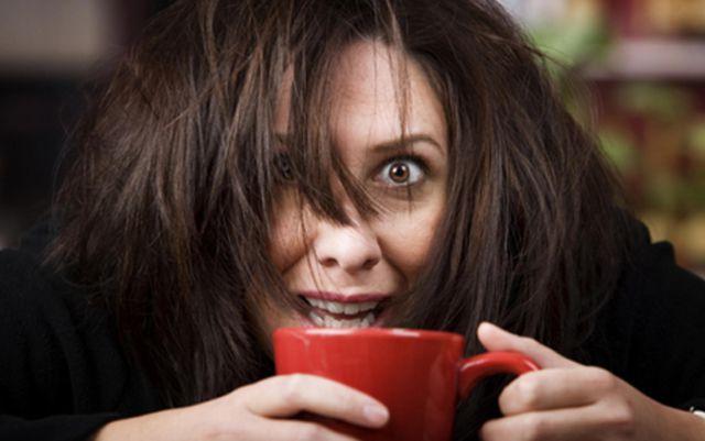 Error hace que ingieran un equivalente a 300 tazas de café