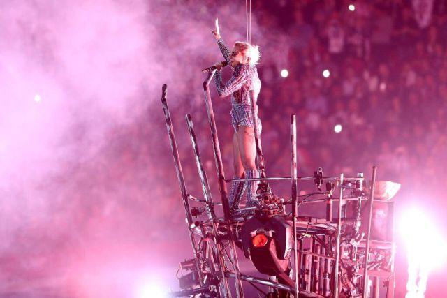 Así fue el increíble show de medio tiempo de Lady Gaga