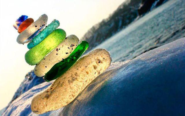 """Botellas de vidrios se transforman en """"joyas de la naturaleza"""""""