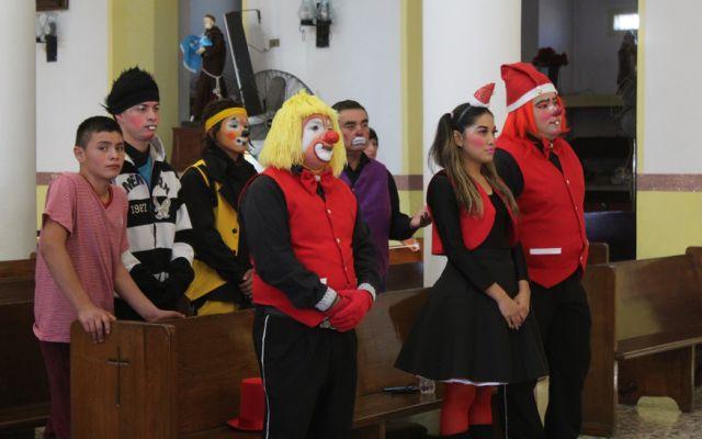 ¿Payasos sacerdotes en misa?