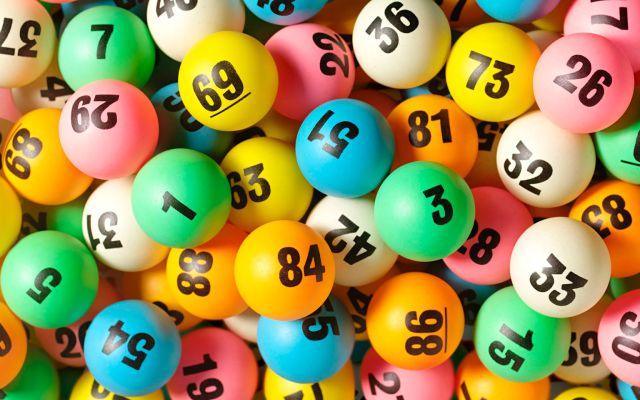 Una pareja gasta sus últimos 8 euros en la lotería y les sucede un milagro