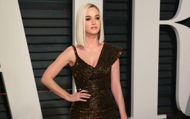 Un agujero en el vestido de Katy Perry le causa un momento bochornoso