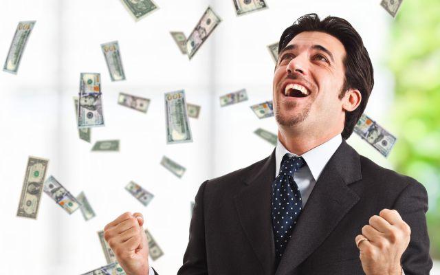 """Según un estudio los """"feos"""" y los """"guapos"""" ganan más dinero que las personas promedio"""