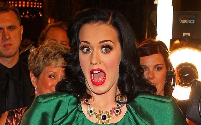 Katy Perry vuelve a sorprender con drástico cambio de look