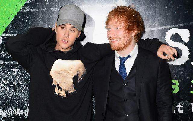 Ed Sheeran golpeo a Justin Bieber con un palo de golf