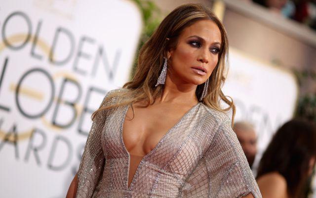 Al hijo de Jennifer Lopez le incomoda su sexy mamá