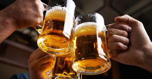 Pagan 20.000 dólares por beber cerveza
