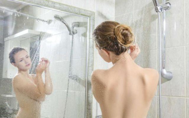 Estos son los errores más comunes que cometes en la ducha