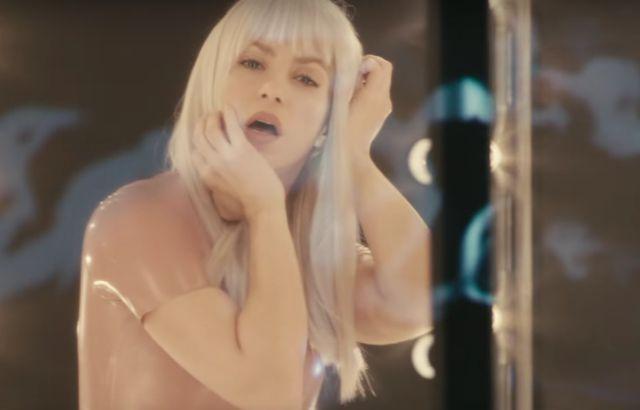 Piqué presume videoclip de Shakira con la escena más sensual