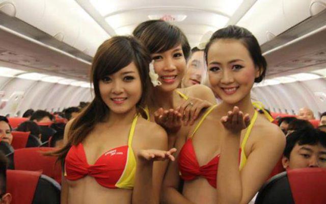 Idea billonaria: Sobrecargos en bikini