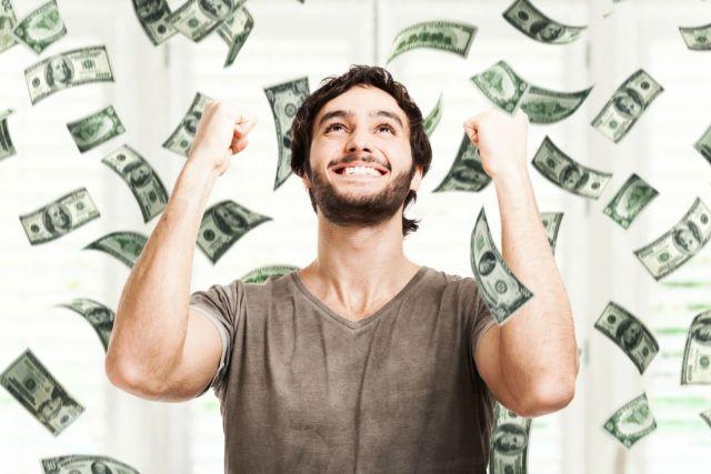 Multimillonario intercambia su fortuna por una vida humilde y generosa