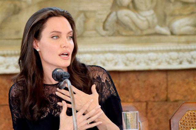 Esta mujer asegura ser la doble de Angelina Jolie