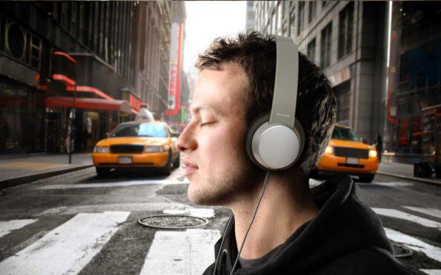 ¿Si usas mucho los audífonos puedes quedar sordo?