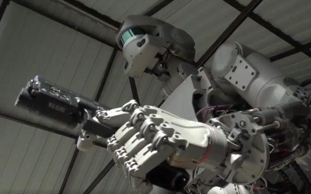 Rusia fabrica un robot capaz de conducir y disparar