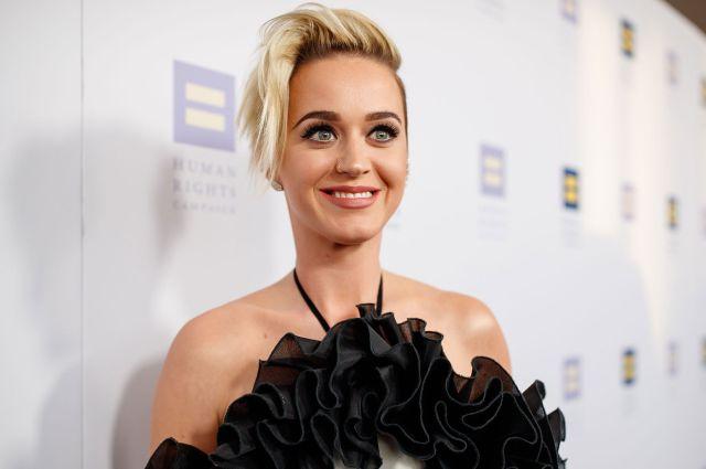 Katy Perry prepara la mejor receta de pie de cereza