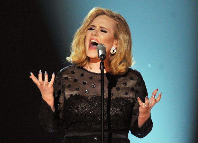 Adele sorprende con disfraz de anciana en su cumpleaños — Instagram
