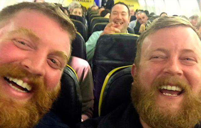Un hombre se encuentra a su doble idéntico en un avión