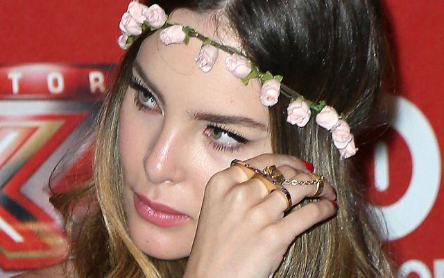 Un detalle en el maquillaje de Belinda le causa críticas