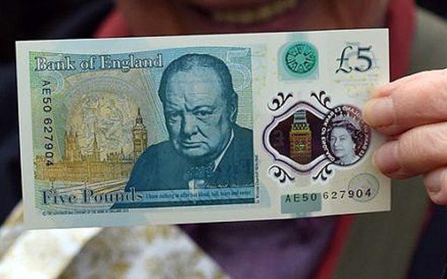 Los adictos a la cocaína se quejan de los nuevos billetes de 5 libras