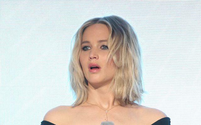 Captan a Jennifer Lawrence haciendo striptease