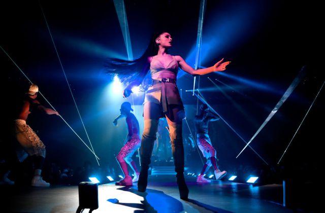Ariana Grande suspende gira tras incidente en Manchester