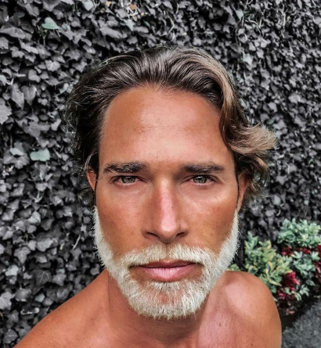 Rulli cambia el color de su barba