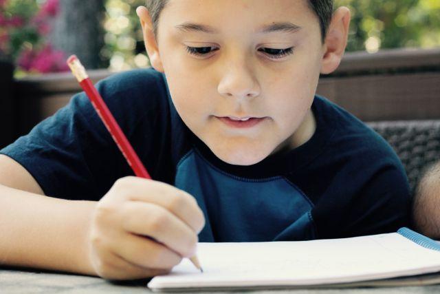 los niños que beben agua tienn mejor rendimiento escolar