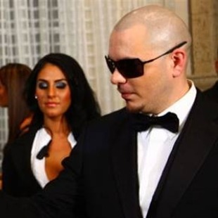 Akon graba video secreto con Pitbull