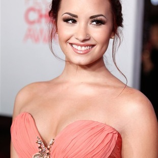 Demi Lovato conducirá los Teen Choice Awards