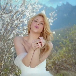 Shakira huye del altar en video de 'Empire'