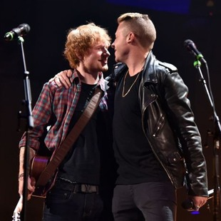 Ed Sheeran y Macklemore cantan juntos Same Love, un himno gay