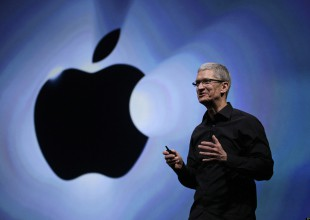 Tim Cook, Director General de Apple, anuncia que es gay.