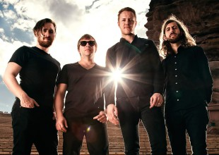 Imagine Dragons causa euforia con su firma de autógrafos