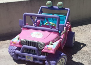 Usa el auto de Barbie