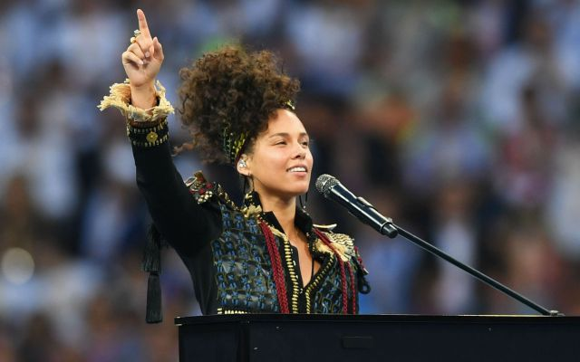 Alicia Keys durante la final de la Champions League