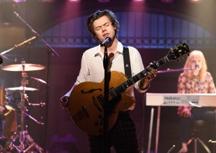 Harry Styles estrena nuevo sencillo en Saturday Night Live