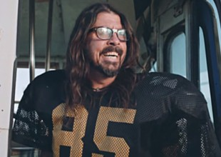 Foo Fighters se vuelven porristas para la NFL