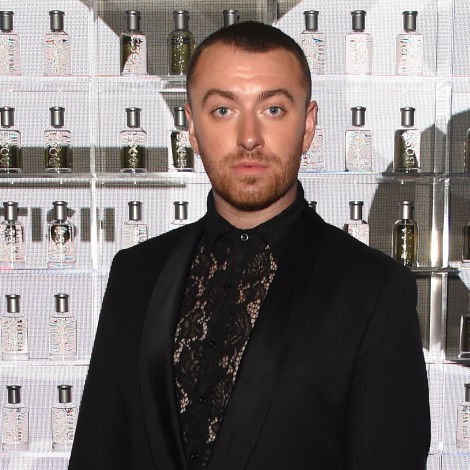 Sam Smith llega en tacones a la alfombra roja del Men Of The Year Awards
