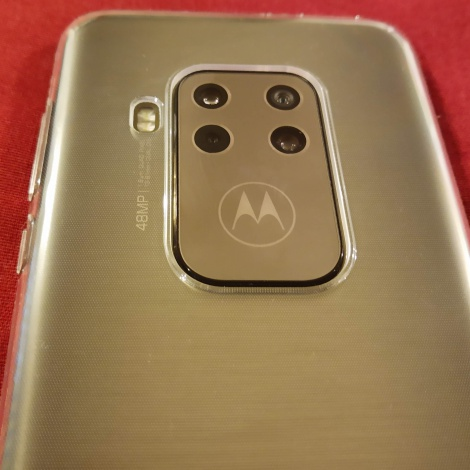 Motorola One Zoom, Reseña