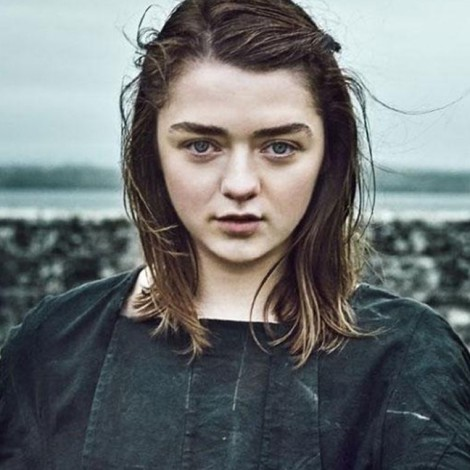 Look de Maisie Williams en la nueva serie después de Game of Thrones